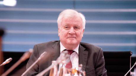 Bauminister Horst Seehofer: Mit dem neuen Gesetzesentwurf soll gewährleistet werden, dass Mieter nicht ausziehen müssen, weil die neuen Besitzer mehr Geld verlangen.