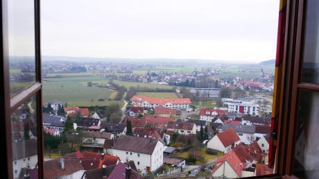 Blick aus demgroßen Saal des Altenberger Schlosses nach Syrgenstein und Richtung Bachtal.