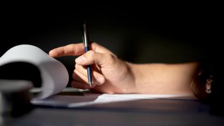 Wer eine Legasthenie hat, kann in einer Prüfung zum Beispiel mehr Zeit zum Lesen der Texte bekommen.