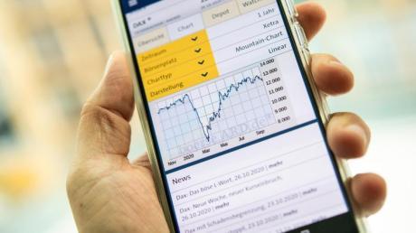 Das Smartphone ist für viele längst zum Zentrum der eigenen Finanzen geworden. Neue Broker bieten Anlegern ein Depot für die Hosentasche.