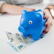 Wer zu hohe Spareinlagen hat, muss eventuell Negativzinsen zahlen.