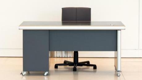 Die VG Kühbach schafft Büromöbel für neue Mitarbeiter an.