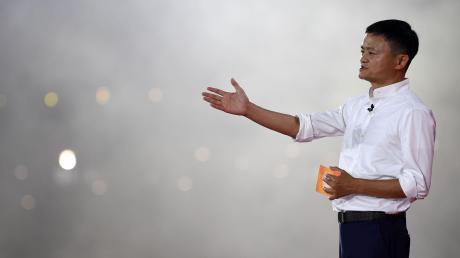 Jack Ma ist der erfolgreichste chinesische Unternehmer, eine Art Jeff Bezos Asiens. Doch der Chinese seit Monaten verschwunden. Die Gerüchteküche kocht.