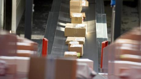 Der Paketversand nach Großbritannien ist seit Jahresbeginn teurer geworden. Eine Zollerklärung muss zudem auch beigefügt werden.