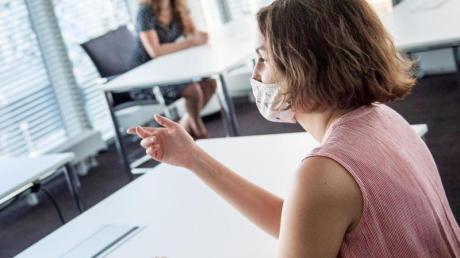 Gesundheitsschutz geht vor:Arbeitgeber dürfen von ihren Mitarbeitern das Tragen eines Mund-Nasen-Schutzes verlangen, zeigt einUrteil.