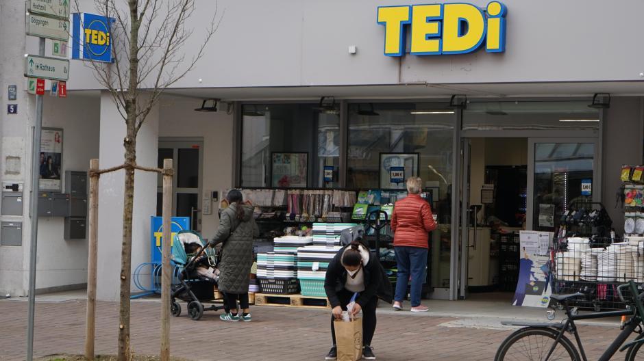 Auch die Tedi-Filiale in der Augsburger Bahnhofstraße hatte am Mittwoch geöffnet.