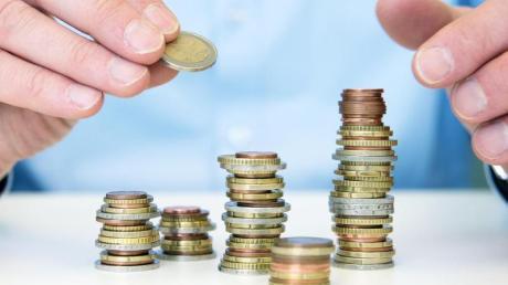 Sparen soll sich eigentlich auszahlen. Mit alten Prämiensparverträgen haben Kunden aber derzeit oft Ärger.