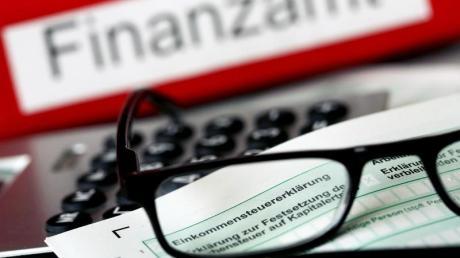 Gehaltszuschläge an Sonn- und Feiertagen können steuerfrei bleiben, solange die Gehaltszuschläge individuell für die erbrachten Stunden abgerechnet werden.