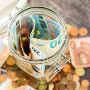 Sparen kann sich lohnen - aber nur, wenn das Geld gut angelegt ist. Das Girokonto ist wegen der geringen Zinsen zum Vermögensaufbau aber nicht unbedingt geeignet.