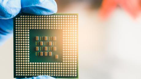 Chips sind derzeit rar in der Autoindustrie. Die Hersteller hat der Mangel kalt erwischt.