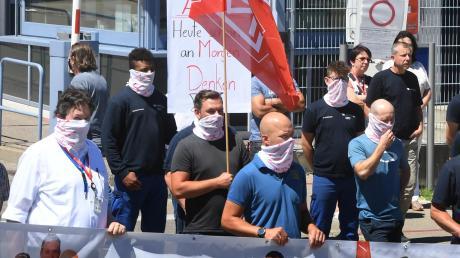 Erst im Sommer hatten die Beschäftigten von Premium Aerotec gegen Stellenabbau protestiert. Nun steht schon die nächste Auseinandersetzung an.