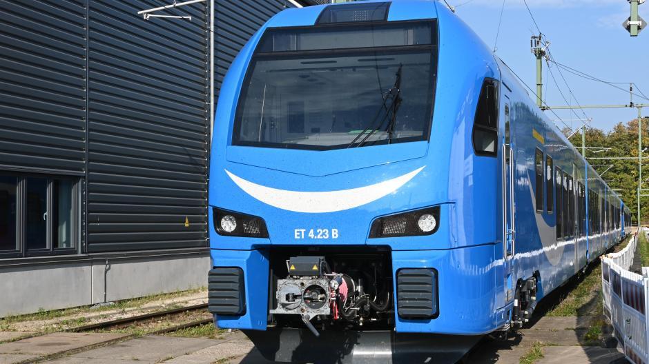 Züge wie dieser sollen einmal in der Region fahren und in Langweid bei Augsburg von der Firma TMHI gewartet werden.
