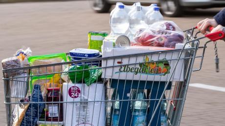 Nach dem Ende der Corona-Epidemie könnten die Preise deutlicher anziehen als bisher, sagen Experten. Nicht nur bei Lebensmitteln, sondern auch bei Reisen oder Gebrauchtwagen wie in den USA.