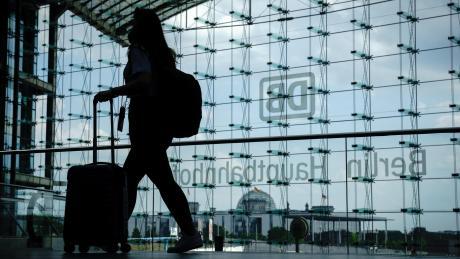 Düsterere Aussichten für Bahnreisende: Just zum Start in den Sommer hat die Lokführergewerkschaft GdL Streiks angekündigt.