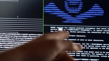 Kriminelle im Internet werden zu einer immer größeren Gefahr. Ein Tool der Bundeswirtschaftsministeriums soll Abhilfe schaffen.