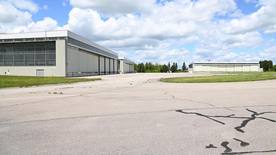 Hier könnte die neue Intel-Fabrik stehen: Der ehemalige Fliegerhorst in Penzing braucht eine neue Nutzung.