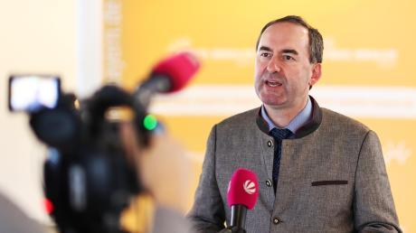 Bayerns Wirtschaftsminister Hubert Aiwanger will Intel in unsere Region holen.