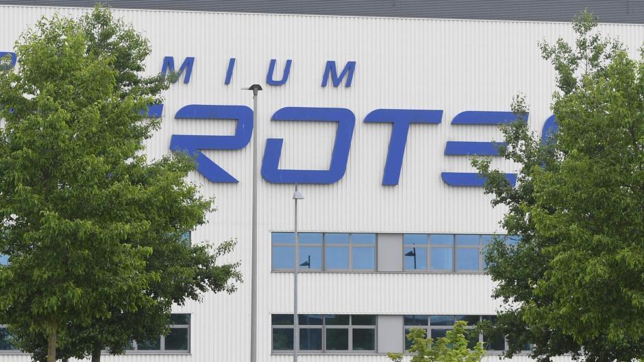 Die Airbus-Tochter Premium Aerotec gehört zu Augsburg wie der Fußballverein FC Augsburg. In der Nähe des Stadions steht die lang gestreckte Halle, in der große Baugruppen für den Langstreckenflieger A350 entstehen.