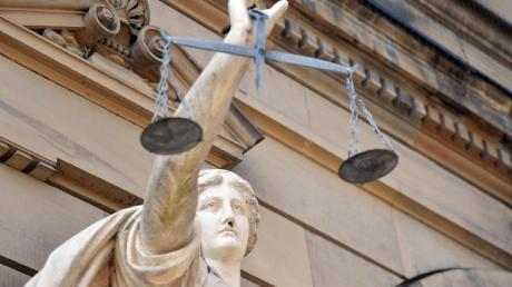 Der Prozess wegen eines Mordes unter Bauarbeitern in Täfertingen wird noch einmal vor dem Augsburger Landgericht aufgerollt.