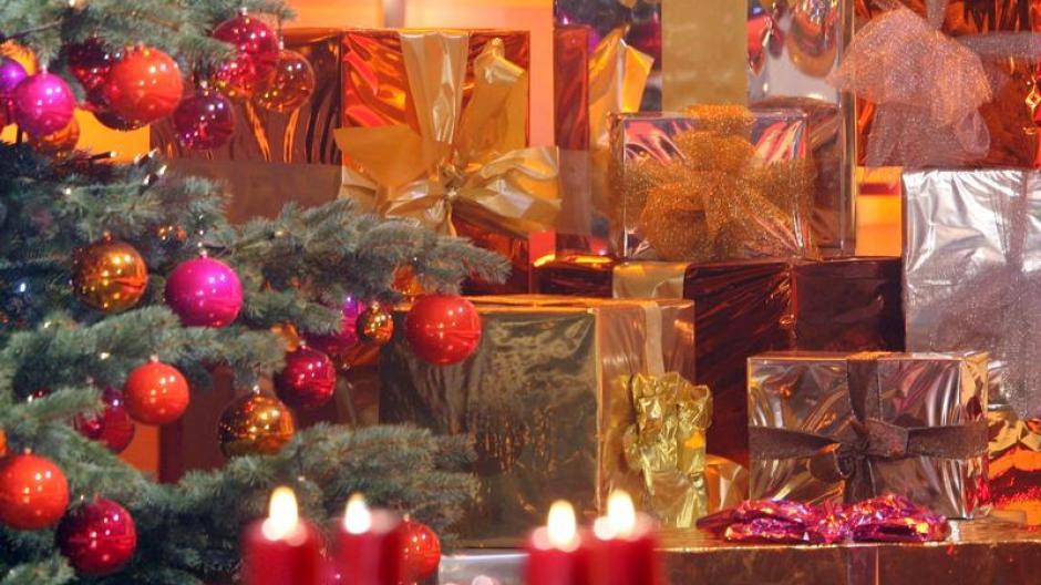 Geld: Deutsche kaufen Weihnachtsgeschenke für 223 Euro - Wirtschaft ...