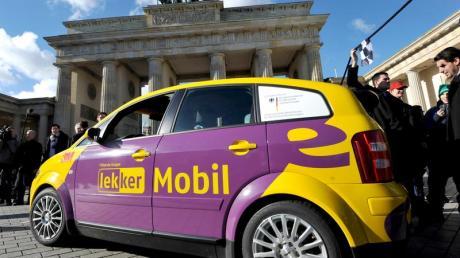 Elektroauto vor dem Brandenburger Tor, Symbolbild, dpa