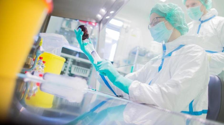 Herstellung des Krebsmedikaments (Zytostatika) in einem Labor. Foto: Rolf Vennenbernd