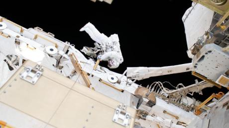 Arbeiten an der ISS: Das gehört zu den Aufgaben von Astronauten. Nun sucht die Nasa neue Raumfahrer. Bewerben kann man sich im März.