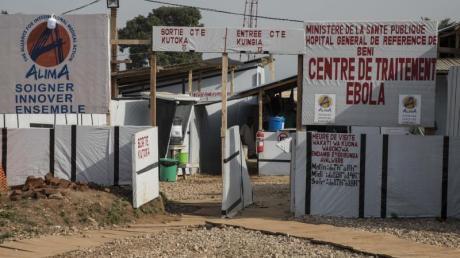 Der Eingang zum Alima Ebola ETC (Ebola-Behandlungszentrum)in Beni im Kongo.