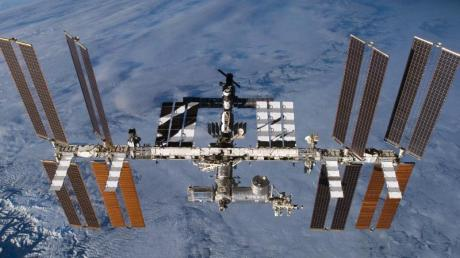 Die Internationale Raumstation (ISS) in der Erdumlaufbahn. Foto: ---/Nasa/dpa