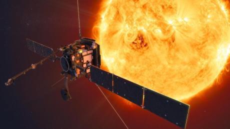 Der Solar Orbiter soll auf 42 Millionen Kilometer an die Sonne heranfliegen. Mit den Bordteleskopen wollen die Forscher unter anderem herausfinden, wie Sonnenwinde entstehen.