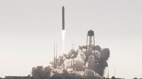 Der Raumfrachter «Cygnus» startet von einem Weltraumbahnhof in Wallops Island im US-Bundesstaat Virginia.