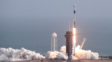 Eine Falcon 9 Rakete des Raumfahrtunternehmens SpaceX startete am Sonntag zum Testflug. Die Rakete ist kurz nach dem Start in einem großen Feuerball explodiert.