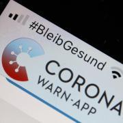 Die offizielle Corona-Warn-App auf einem Smartphone.