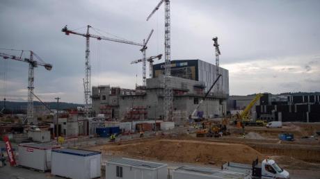 Blick auf die Baustelle des Kernfusionsreaktors Iter in Saint-Paul-lez-Durance (Archiv). Befürworter erhoffen sich von der Kernfusion eine klimafreundliche, nahezu unendlich verfügbare Energiequelle.