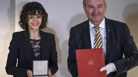Die Mikrobiologin Emmanuelle Charpentier ist in Berlin mit dem Nobelpreis ausgezeichnet worden.