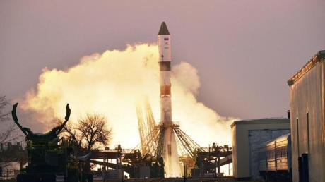 Ein russischer Frachter vom Typ «Progress» startet zur Internationalen Raumstation ISS mit Sauerstoff, frischem Wasser und Nahrungsmitteln.