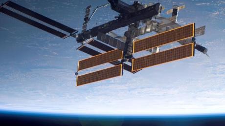 Die Internationale Raumstation (ISS) in der Erdumlaufbahn (undatierte Aufnahme).