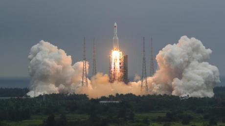 Das zentrale Raketensegment, das den 22,5 Tonnen schweren Kern von Chinas neuester Raumstation in die Umlaufbahn gebracht hat, soll am Samstag an einem unbekannten Ort wieder auf die Erde stürzen.