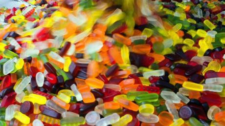 Das als Farbstoff in vielen Lebensmitteln verwendete Titandioxid ist nach Einschätzung einer EU-Behörde wegen möglicher Krebsrisiken nicht sicher für den menschlichen Verzehr.